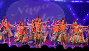 Naya-Andaz-2012-Holi-Re-and-Silsila-18